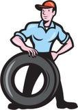 Tireman-Mechaniker With Tire Cartoon lokalisierte Lizenzfreie Stockbilder