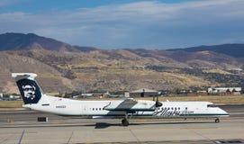 Tiret 8 Alaska Airlines de bombardier Images stock