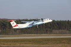 Tiret de bombardier d'Austrian Airlines d'†d'aéroport international de Francfort le «décolle Photos stock