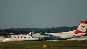 Tiret de bombardier d'avion de turbopropulseur 8 Q400 avant le départ banque de vidéos