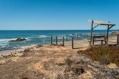 Tiri con le rocce in Almograve nell'Alentejo, Portogallo Fotografie Stock Libere da Diritti