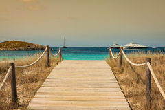 Tiri il modo in secco alla spiaggia di paradiso di Illetes in islan balearico di Formentera Fotografia Stock