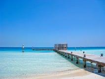 Tiri il pilastro in secco in oceano caraibico Fotografie Stock Libere da Diritti
