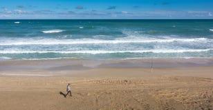 Tiri la duna in secco di sabbia il giorno soleggiato nel parco nazionale di Coorong, Aus del sud Fotografia Stock