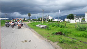 Tirnga relly i rajasthan stadsgata på gräsplan Royaltyfria Bilder