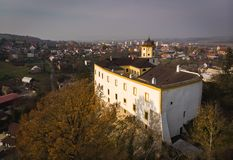 Tiro aéreo: Castelo de Malenovice, Zlin, República Checa fotos de stock