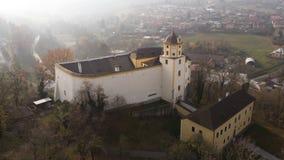 Tiro aéreo: Castelo de Malenovice, Zlin, República Checa fotografia de stock royalty free