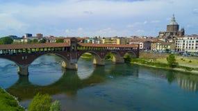 Tiro aéreo com o zangão em Pavia Foto de Stock