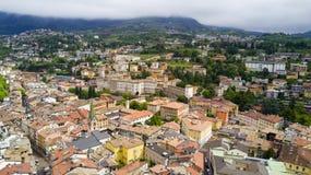 Tiro aéreo com o zangão em Trento Fotos de Stock