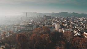 Tiro aéreo da arquitetura da cidade na manhã, Itália da Bolonha video estoque