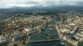 Tiro aéreo da cidade de Genebra e do rio Rhone imagens de stock royalty free