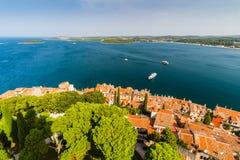 Tiro aéreo da cidade velha Rovinj, Istria, Croácia foto de stock royalty free
