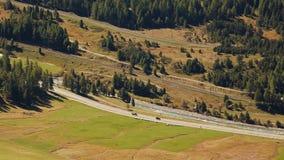 Tiro aéreo da estrada a St Moritz video estoque