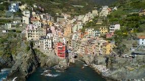 Tiro aéreo da foto com o zangão em Riomaggiore um do Cinqueterre famoso Fotografia de Stock Royalty Free