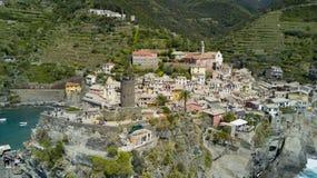 Tiro aéreo da foto com o zangão em Vernazza um do Cinqueterre famoso Imagens de Stock Royalty Free