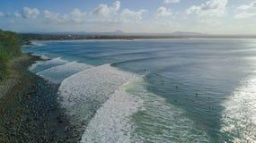 Tiro aéreo da linha da costa em torno de Noosa na costa da luz do sol Foto de Stock