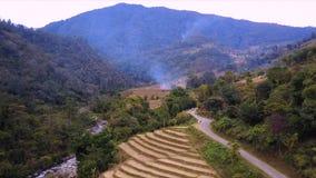 Tiro aéreo da paisagem em Butão do leste filme