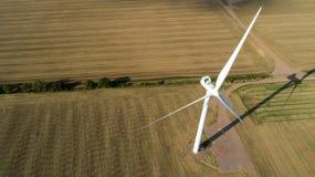 Tiro aéreo da turbina eólica imagens de stock