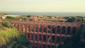 Tiro aéreo de Acueducto histórico del Aguila ou de Eagle Aqueduct Nerja, Spain imagens de stock royalty free