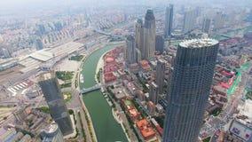 Tiro aéreo de construções modernas e da arquitetura da cidade urbana, Tianjin, China filme