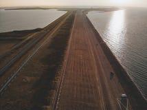 Tiro aéreo de Goeree-Overflakkee, los Países Bajos, Brouwersdam 2019 imagenes de archivo
