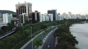 Tiro aéreo de la avenida de Coastal en Rio de Janeiro, el Brasil metrajes