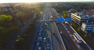 Tiro aéreo de la carretera de la ciudad de Madrid almacen de video