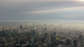 Tiro aéreo de la ciudad de Bangkok almacen de metraje de vídeo