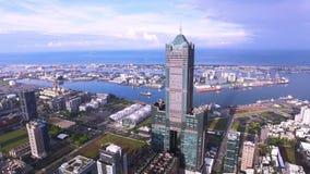 Tiro aéreo de la ciudad de Gaoxiong almacen de metraje de vídeo