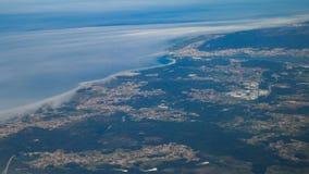 Tiro aéreo de la mucha altitud del avión sobre el distrito de Viana do Castelo en Portugal fotos de archivo libres de regalías