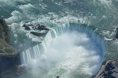 Tiro aéreo de las caídas Niagara Falls Ontario de la herradura Imágenes de archivo libres de regalías