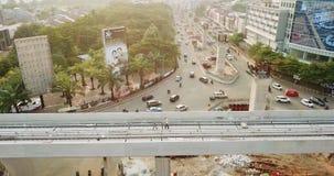 Tiro aéreo de las pistas de ferrocarril para Jakarta LRT almacen de metraje de vídeo