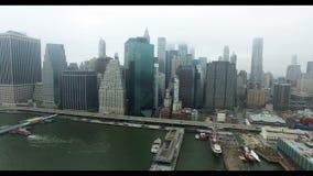 Tiro aéreo de Manhattan do Rio Hudson Vista de autostrada com tráfego de carro video estoque