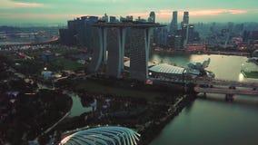 Tiro aéreo de Marina Bay Sands Hotel Singapore metrajes