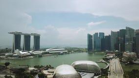 Tiro aéreo de Marina Bay Singapore almacen de metraje de vídeo