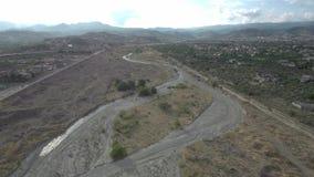 Tiro aéreo de um rio árido vídeos de arquivo