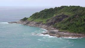 Tiro aéreo de uma ilha tropical selvagem video estoque