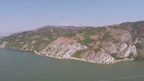 Tiro aéreo de un río Danubio almacen de metraje de vídeo