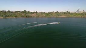 Tiro aéreo del esquí acuático, deporte extremo metrajes