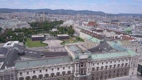 Tiro aéreo del horizonte de la ciudad de Viena Vista aérea de Viena Catedrales y ciudad del paisaje urbano de Viena, Austria metrajes