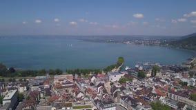 Tiro aéreo del lago Bregenz Austria almacen de metraje de vídeo