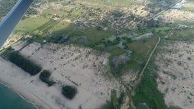 Tiro aéreo del paisaje de la bahía de Uga de un hidroavión almacen de metraje de vídeo