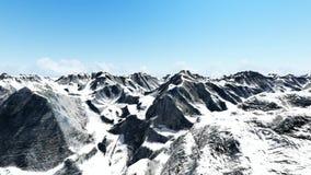 Tiro aéreo del pico de montaña nevoso almacen de metraje de vídeo