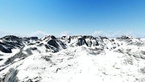 Tiro aéreo del pico de montaña nevoso metrajes