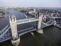 Tiro aéreo 2 del puente histórico de la torre de la ciudad de Londres Fotos de archivo