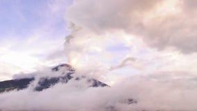 Tiro aéreo del río de Chambo en ecuatoriano los Andes almacen de metraje de vídeo