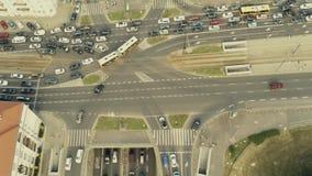 Tiro aéreo del tráfico por carretera congestionado en la ciudad fotografía de archivo libre de regalías