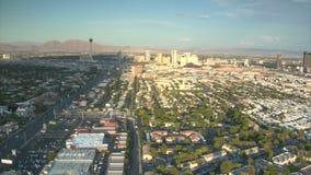 Tiro aéreo do dia próximo da tira de Las Vegas vídeos de arquivo