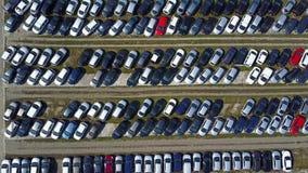 Tiro aéreo do estacionamento novo do carro, vista superior Foto de Stock