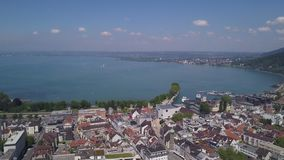 Tiro aéreo do lago Bregenz Áustria vídeos de arquivo